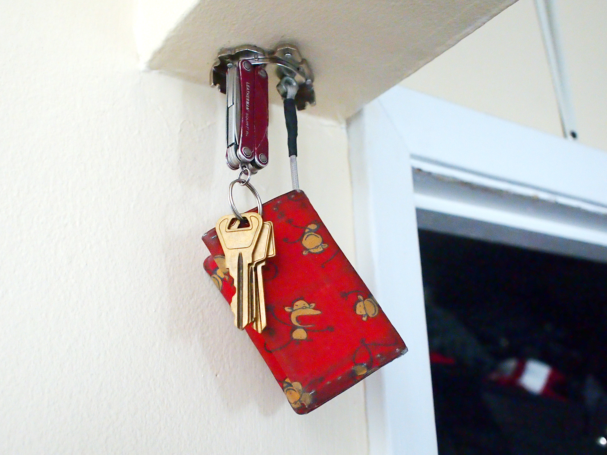 How to make upcycled magnetic ceiling storage